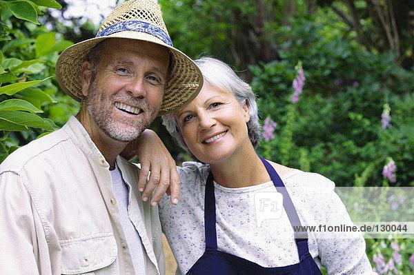 Paar im Garten