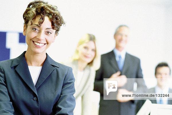 Geschäftsleute im Büro Geschäftsleute im Büro
