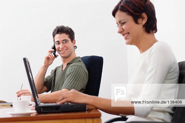 Geschäftsleute lachen