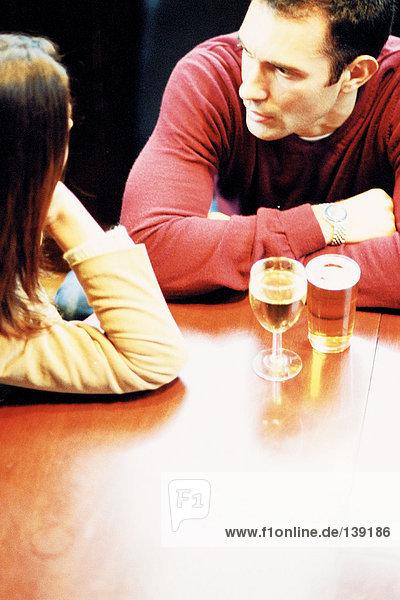 Paar bei einem Drink Paar bei einem Drink