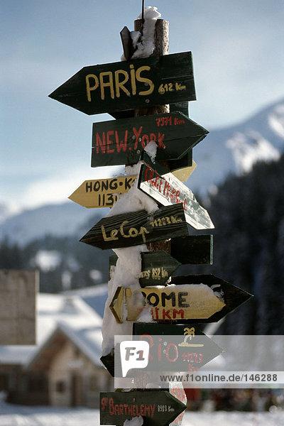 Hinweisschild im Skigebiet Hinweisschild im Skigebiet
