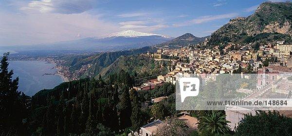 Blick über Aetna und Taormina  Sizilien  Italien
