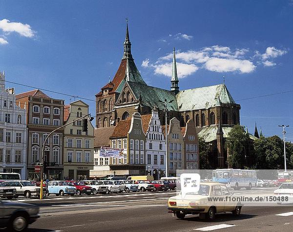 Autos auf City Road  Rostock  Deutschland
