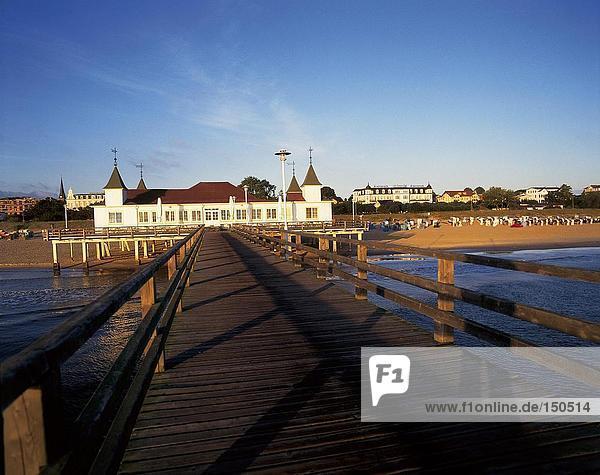 Pier zu Badeort  Ahlbeck  Heringsdorf  Usedom  Mecklenburg-Vorpommern  Deutschland