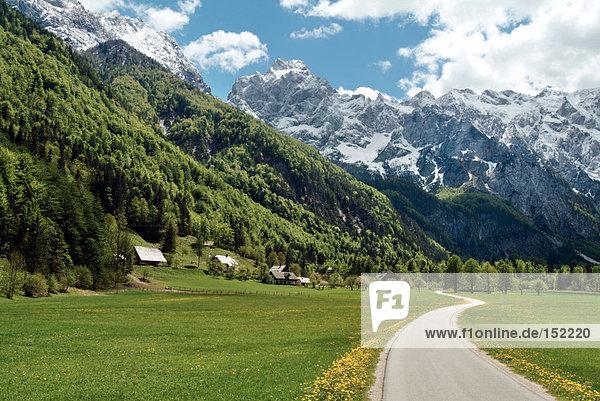 passen Berg Fernverkehrsstraße Wiese vorwärts Slowenien