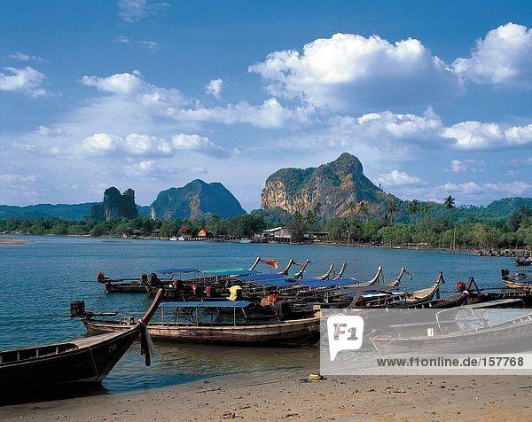 Der Pier von Noppharatthara Beach  Krabi  Thailand