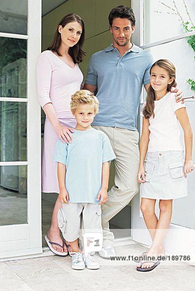 Familie auf der Terrasse
