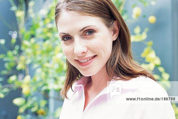 Porträt einer brünetten Frau
