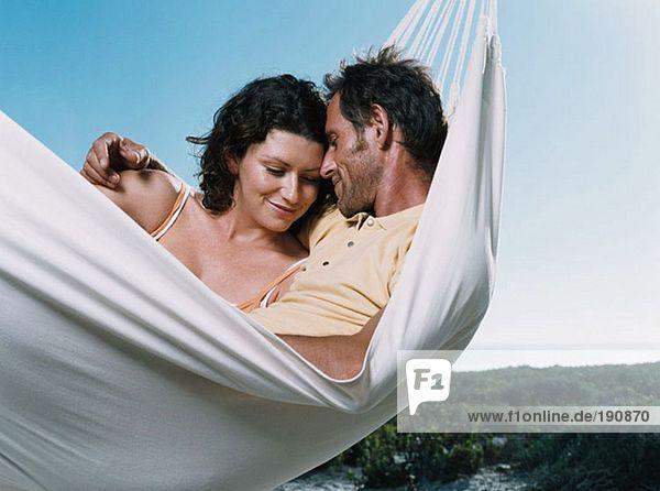 Paar in einer Hängematte