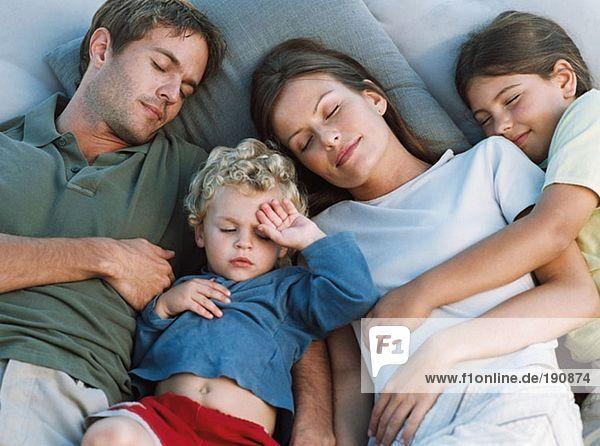 Familie schläft