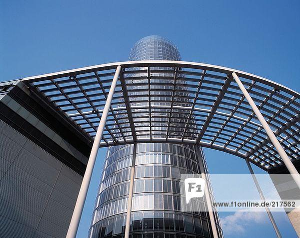 Untersicht der Wolkenkratzer  RWE-Turm  Essen  Ruhrgebiet  Nordrhein-Westfalen  Deutschland