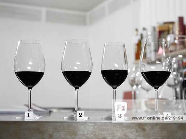 Reihe Weingläser