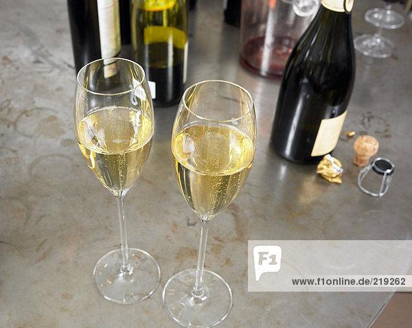 Zwei Gläser Weißwein