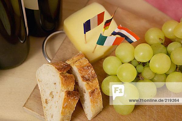Brot  Käse und Trauben