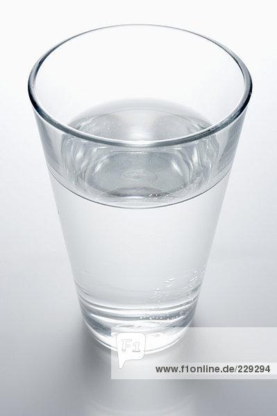 Ein Wasserglas