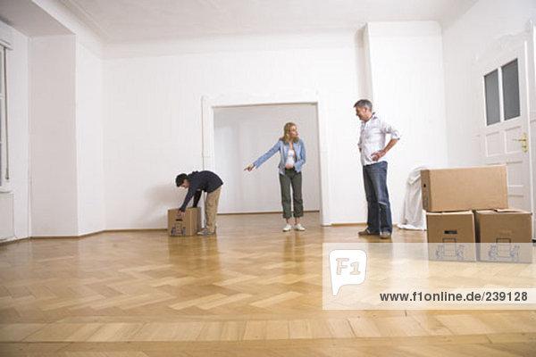 geben bestellen Bewegung Eigentumswohnung Pappschachtel Pappkarton Mutter - Mensch Pappe neues Zuhause