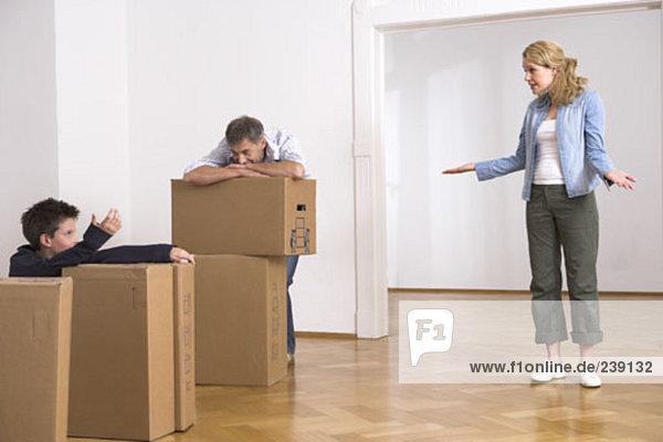 Bewegung Eigentumswohnung Pappschachtel Pappkarton Pappe neues Zuhause