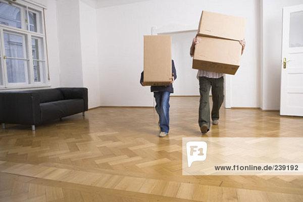 leer Mann tragen Junge - Person Zimmer Bewegung Eigentumswohnung Pappschachtel Pappkarton Pappe neues Zuhause