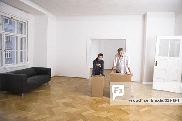 Menschlicher Vater Sohn Bewegung Eigentumswohnung neues Zuhause