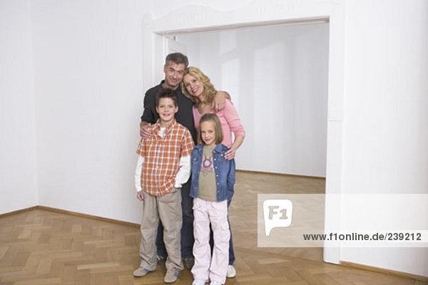 Portrait Fröhlichkeit Eigentumswohnung neues Zuhause