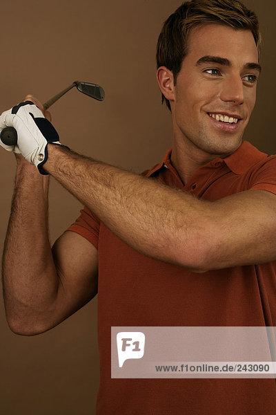 Ein Golfspieler beim Abschlag  fully_released