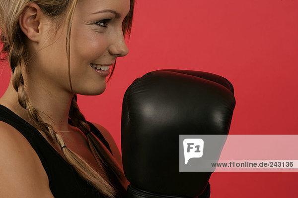 Boxerin mit Boxhandschuhen  fully_released