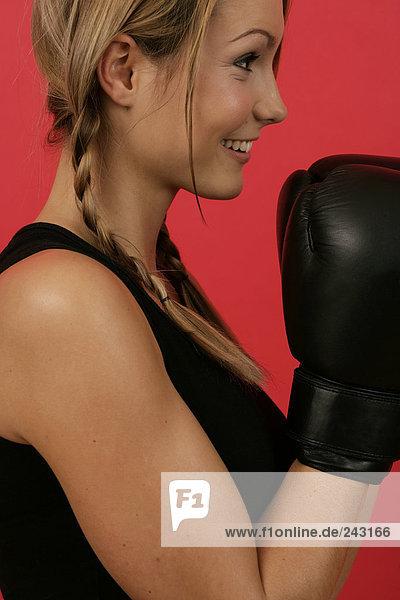 Seitenansicht einer Boxerin  fully_released