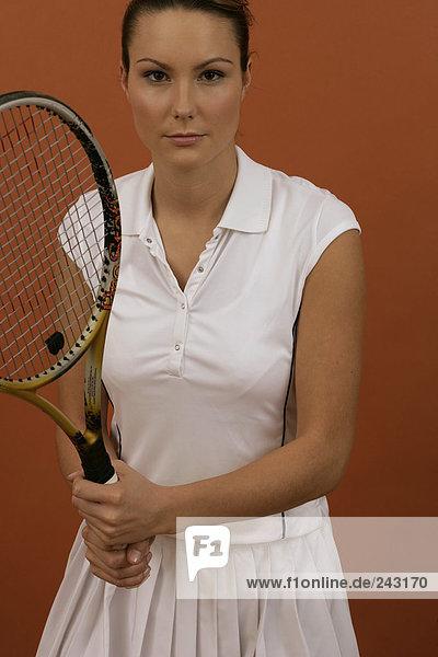Konzentrierte Tennisspielerin  fully_released