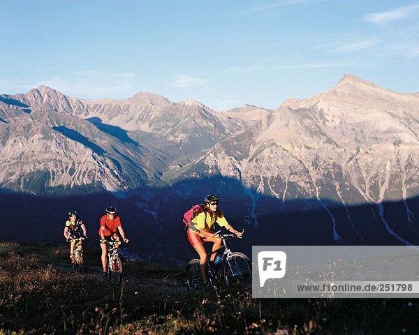 Berg aufwärts radfahren Fahrrad Rad Werbung Alpen Fahrradfahrer Fahrrad fahren