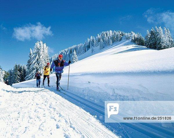 Wintersport Winter Mann Sport 3 lachen Kanton Luzern Langlaufski Hang