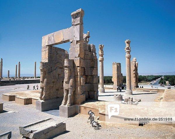 10560065  Iran  Middle East  culture  Persepolis  columns  sculptures  Takht e Jamshid  Stone Bulls  Xerxes gate  Ancient worl