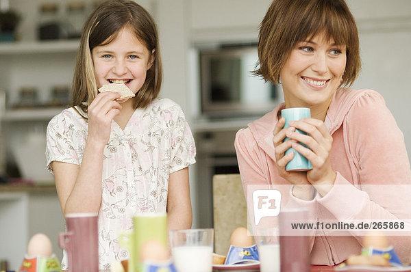 Familie zu Hause  Frühstück