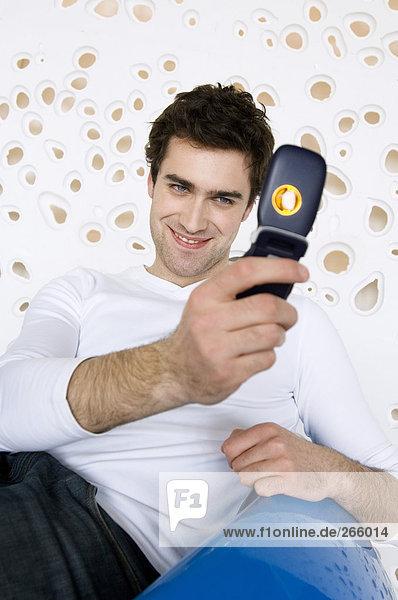 Mann mit Fotohandy