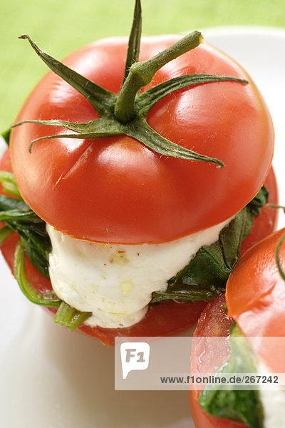 Gefüllte Tomaten mit Ziegenkäse und Spinat Gefüllte Tomaten mit Ziegenkäse und Spinat
