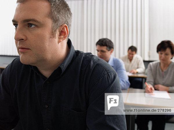 Reife Schüler im Unterricht