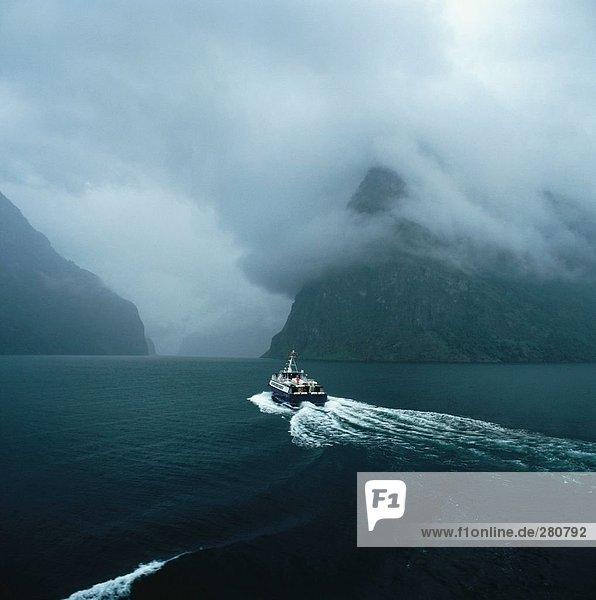Segeln folgen Boot Bucht verlassen Kielwasser Segeln,folgen,Boot,Bucht,verlassen,Kielwasser