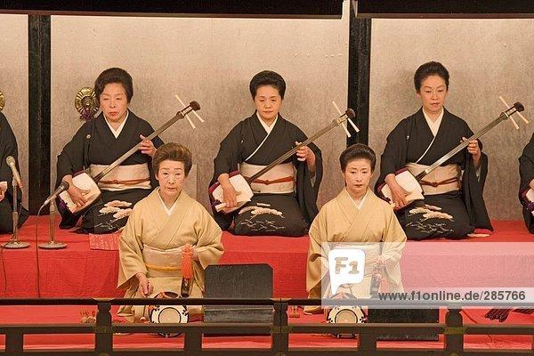 Stage Performers durchführen  Kamogawa Theater  Kyoto  Japan  Kamogawa Theater  Kyoto  Japan