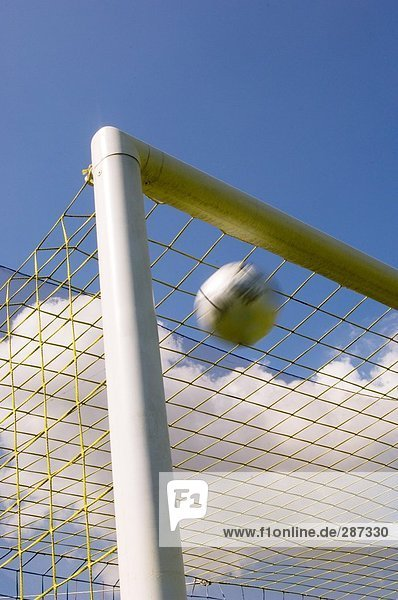 Fußball Ball Flugfähigkeit ins Ziel oben
