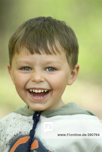 Porträt von jungbulle lachend