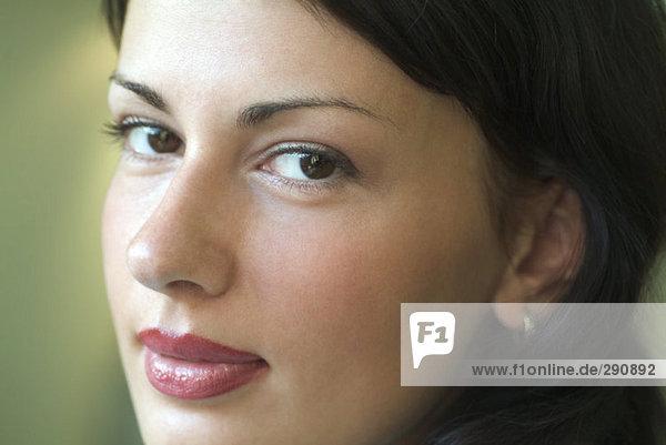 Nahaufnahme Portrait einer jungen Frau