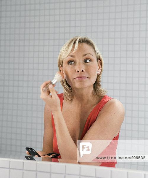 Eine Frau auf Make-up.