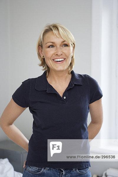 Blond Frau lächelnd Portrait.