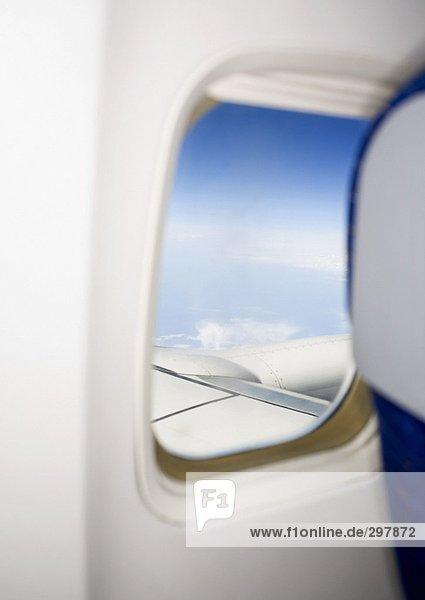 Ein Fenster in einem Flugzeug. Ein Fenster in einem Flugzeug.