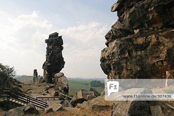 Felsformationen auf Landschaft,  Devils Wand,  Harz,  Sachsen-Anhalt,  Deutschland