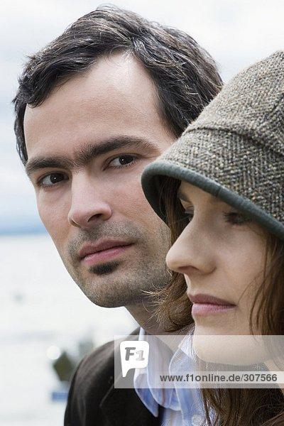 Junges Paar im Freien  Nahaufnahme