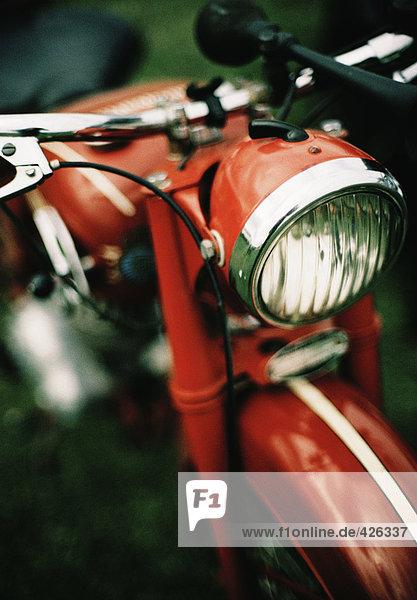 Ein red Husqvarna Moped.