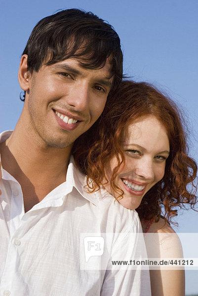 Junges Paar  lächelnd  Portrait