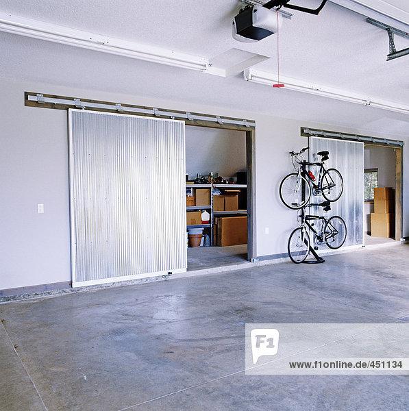 aufbewahren garage gro gro e rutschen t r lizenzfreies. Black Bedroom Furniture Sets. Home Design Ideas