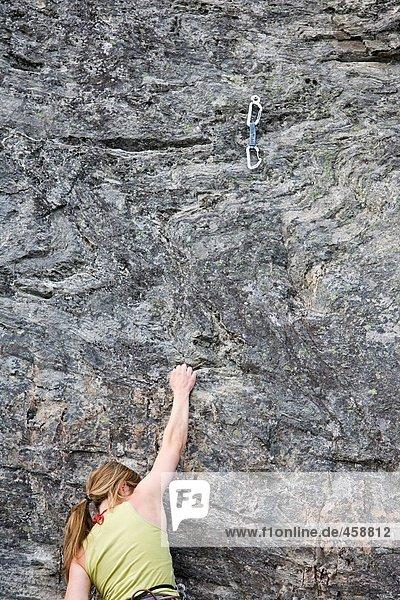 Weibliche Klettererin