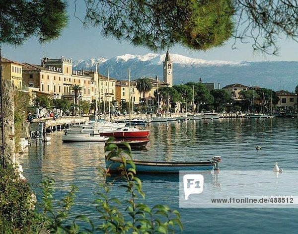10074419  Gardasee  See  Meer  Hafen  Port  Italien  Europa  Maderno  Monte Baldo  Segelboote